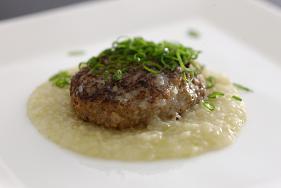 ハンバーグ神戸産の葱を使った塩ソース.JPG